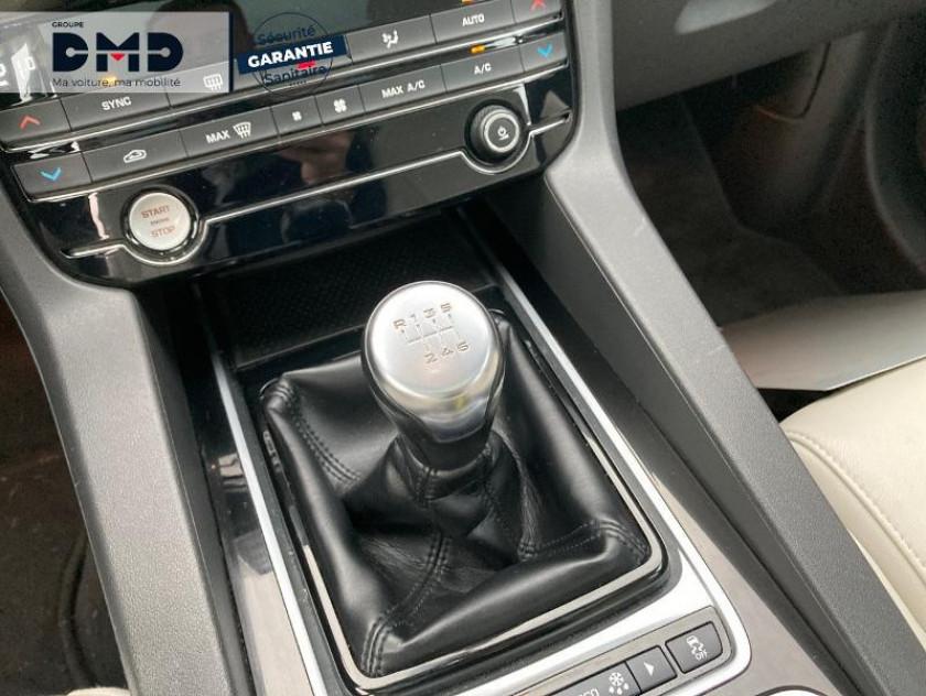 Jaguar F-pace 2.0d 180ch Prestige 4x4 - Visuel #8